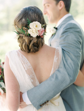Emma Lea Floral - Connie Whitlock- Della Terra Wedding- Colorado | Mountain Wedding | Bride and Groom | Hair Flowers | Blush, White | Evergreen |