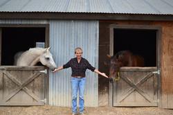 horses-in-barn-Maria-08 (1)