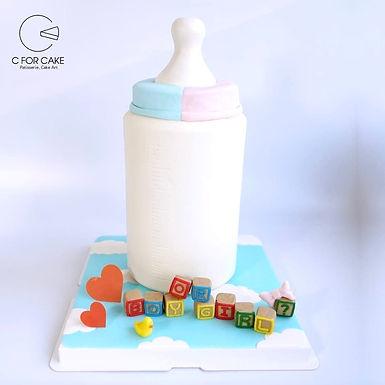 奶樽揭曉 BB性別扑爆蛋糕