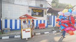 Street vendors, Indonesia.