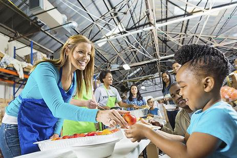Volontaires au service alimentaire