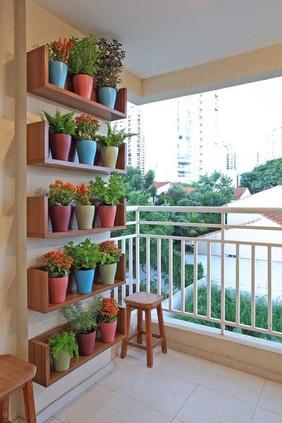 7545540ce3a1537224647aa0b45d8e94--balcony-gardening-small-balcony-garden.jpg