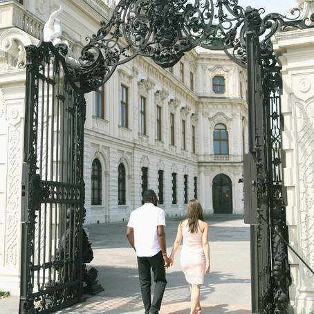 Maternity Shoot at Belvedere Palace
