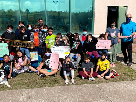 LCO 2nd Graders and Duke the Therapy Dog Raise Funds for Northwoods Humane Society