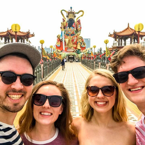 Sojourn Sunglasses Crew (feat. The Seabourn Singers)