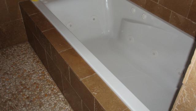 6 Foot Jacuzzi Tub