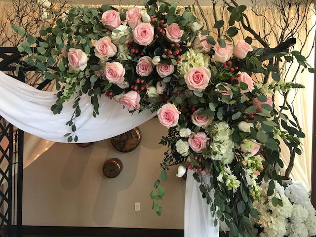 Candlelight & Roses Wedding Florist