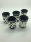 Pots avec motifs graphiques