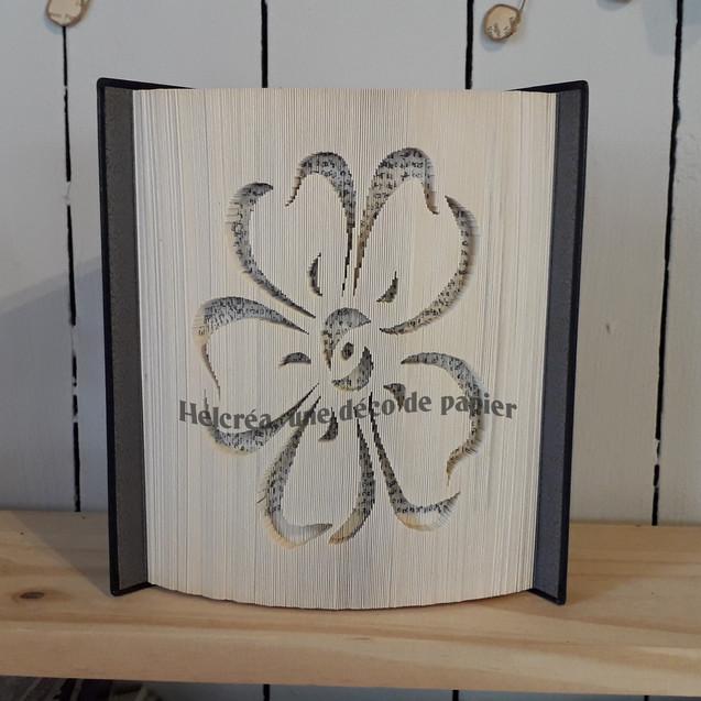 Livre sculpté Fleur