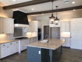 3355 Kitchen with contrasting Hood