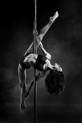 Acrobati | Acrobatii | Show Acrobatic - Spectacol Acrobatii - acrobatie | pole dance - dans la bara - acrobatii la inaltime | acrobati Bucuresti, Pitesti, Ploiesti, Targoviste, Gaesti, Giurgiu, Ilfov. Acrobati profesionisti - acrobate, acrobata, acrobatii in aer, acrobati evenimente, acrobati nunta, spectacol acrobatic, show acrobatic, acrobatie in aer - acrobati Bucuresti - acrobate Bucuresti - eveniment cu acrobati - artisti acrobati de performanta - sportivi acrobati