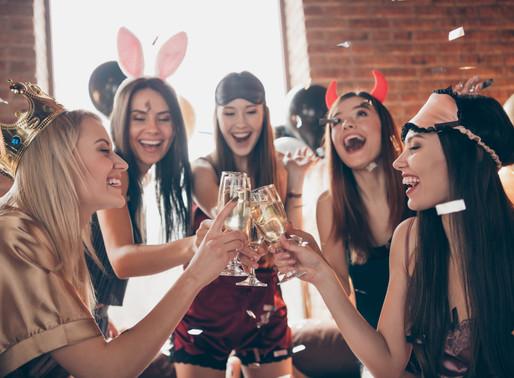 Idei de cadouri pentru petrecerea burlacitelor. Cum sa faci alegeri inspirate.