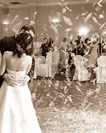 efecte speciale nunta, efecte speciale nunti, confetti nunta, nunta pitesti, nunta arges, nunta mioveni, nunta campulung, nunta curtea de arges, organizare nunta, oganizare nunti, efecte nunta, tun confetti, tunuri confetti, decoratiuni nunta, accesorii petrecere, ploaie confetti, efecte nunta