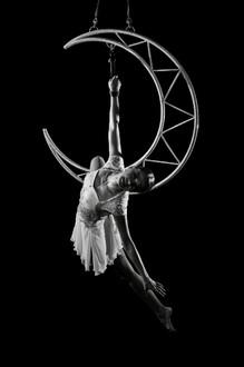 Acrobati | Acrobatii | Show Acrobatic - Spectacol Acrobatii - acrobatie | aerial moon - luna - acrobatii la inaltime | acrobati Bucuresti, Pitesti, Ploiesti, Targoviste, Gaesti, Giurgiu, Ilfov. Acrobati profesionisti - acrobate, acrobata, acrobatii in aer, acrobati evenimente, acrobati nunta, spectacol acrobatic, show acrobatic, acrobatie in aer - acrobati Bucuresti - acrobate Bucuresti - eveniment cu acrobati - artisti acrobati de performanta - sportivi acrobati