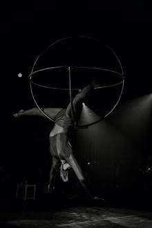 Acrobati | Acrobatii | Show Acrobatic - Spectacol Acrobatii - acrobatie | aerial sphere - sfera - acrobatii la inaltime | acrobati Bucuresti, Pitesti, Ploiesti, Targoviste, Gaesti, Giurgiu, Ilfov. Acrobati profesionisti - acrobate, acrobata, acrobatii in aer, acrobati evenimente, acrobati nunta, spectacol acrobatic, show acrobatic, acrobatie in aer - acrobati Bucuresti - acrobate Bucuresti - eveniment cu acrobati - artisti acrobati de performanta - sportivi acrobati