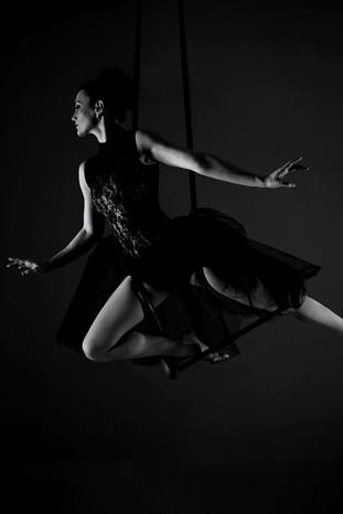 Acrobati | Acrobatii | Show Acrobatic - Spectacol Acrobatii - acrobatie | aerial trapeze - trapez - acrobatii la inaltime | acrobati Bucuresti, Pitesti, Ploiesti, Targoviste, Gaesti, Giurgiu, Ilfov. Acrobati profesionisti - acrobate, acrobata, acrobatii in aer, acrobati evenimente, acrobati nunta, spectacol acrobatic, show acrobatic, acrobatie in aer - acrobati Bucuresti - acrobate Bucuresti - eveniment cu acrobati - artisti acrobati de performanta - sportivi acrobati