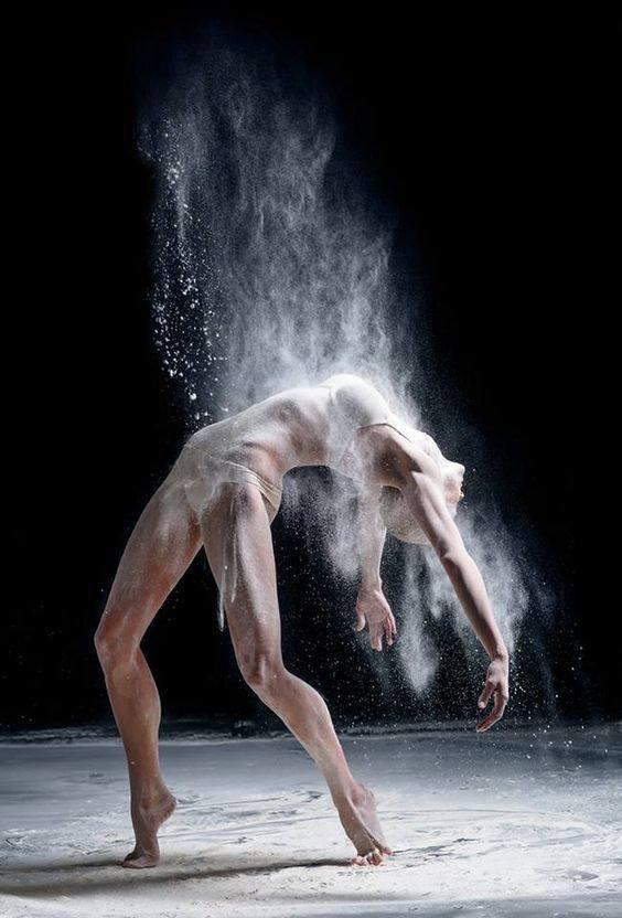 Artisti Dansatori Fachiri Striperi