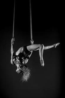 Acrobati | Acrobatii | Show Acrobatic - Spectacol Acrobatii - acrobatie | aerial straps - acrobatii la inaltime | acrobati Bucuresti, Pitesti, Ploiesti, Targoviste, Gaesti, Giurgiu, Ilfov. Acrobati profesionisti - acrobate, acrobata, acrobatii in aer, acrobati evenimente, acrobati nunta, spectacol acrobatic, show acrobatic, acrobatie in aer - acrobati Bucuresti - acrobate Bucuresti - eveniment cu acrobati - artisti acrobati de performanta - sportivi acrobati
