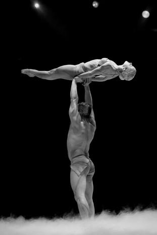 Acrobati | Acrobatii | Show Acrobatic - Spectacol Acrobatii - acrobatie | adagio | maini in maini - hand balance - acrobatii la sol | acrobati Bucuresti, Pitesti, Ploiesti, Targoviste, Gaesti, Giurgiu, Ilfov. Acrobati profesionisti - acrobate, acrobata, acrobatii la sol, acrobati evenimente, acrobati nunta, spectacol acrobatic, show acrobatic, acrobatie la sol - acrobati Bucuresti - acrobate Bucuresti - eveniment cu acrobati - artisti acrobati de performanta - sportivi acrobati