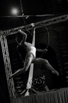 Acrobati | Acrobatii | Show Acrobatic - Spectacol Acrobatii - acrobatie | aerial heart - inima - acrobatii la inaltime | acrobati Bucuresti, Pitesti, Ploiesti, Targoviste, Gaesti, Giurgiu, Ilfov. Acrobati profesionisti - acrobate, acrobata, acrobatii in aer, acrobati evenimente, acrobati nunta, spectacol acrobatic, show acrobatic, acrobatie in aer - acrobati Bucuresti - acrobate Bucuresti - eveniment cu acrobati - artisti acrobati de performanta - sportivi acrobati
