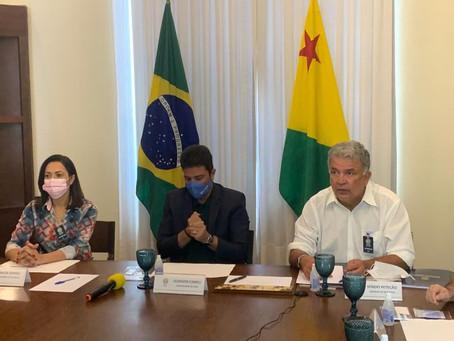 Senador Sérgio Petecão participa de reunião no Palácio do Governo
