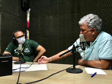 Senador Sérgio Petecão participa de entrevista na rádio difusora