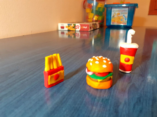 Burger από πλαστελίνη.