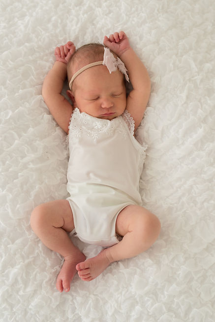 16Cameo-Newborn-Girl-Pregancy-Leeds-Phot