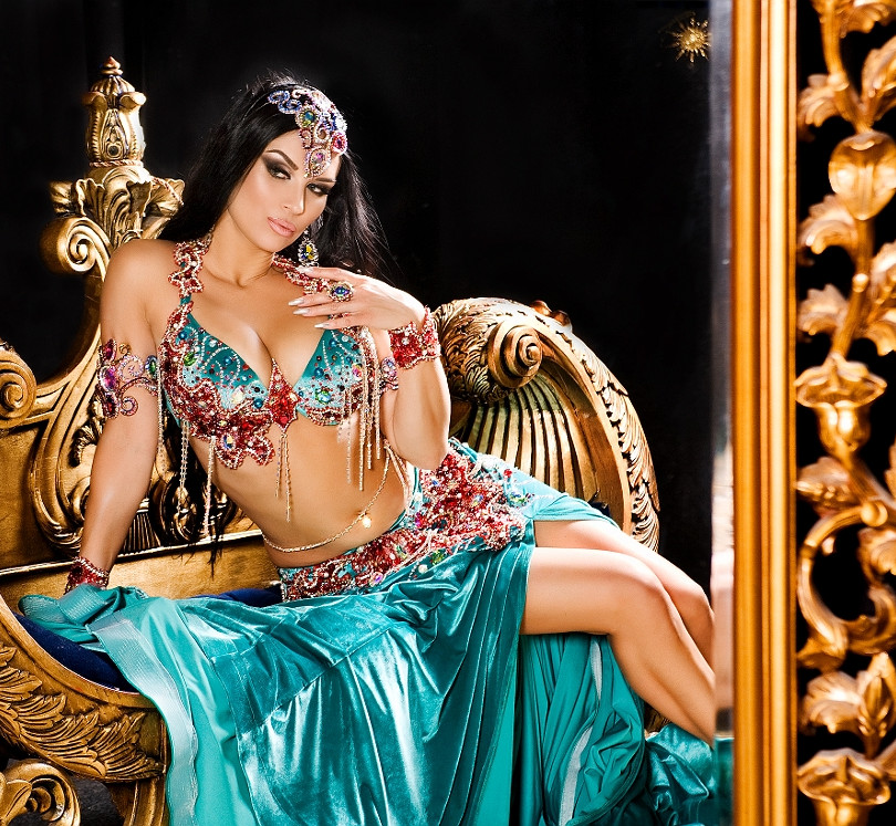 Восточная красавица Ирена представит яркий, красочный, соблазнительный танец живота!