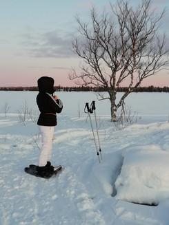 Lumikenkäilyä