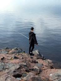 Poika kalassa.jfif