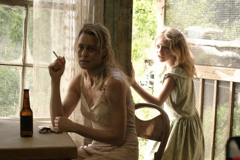 Dakota and Robin in %22Daddy's Kitchen%2
