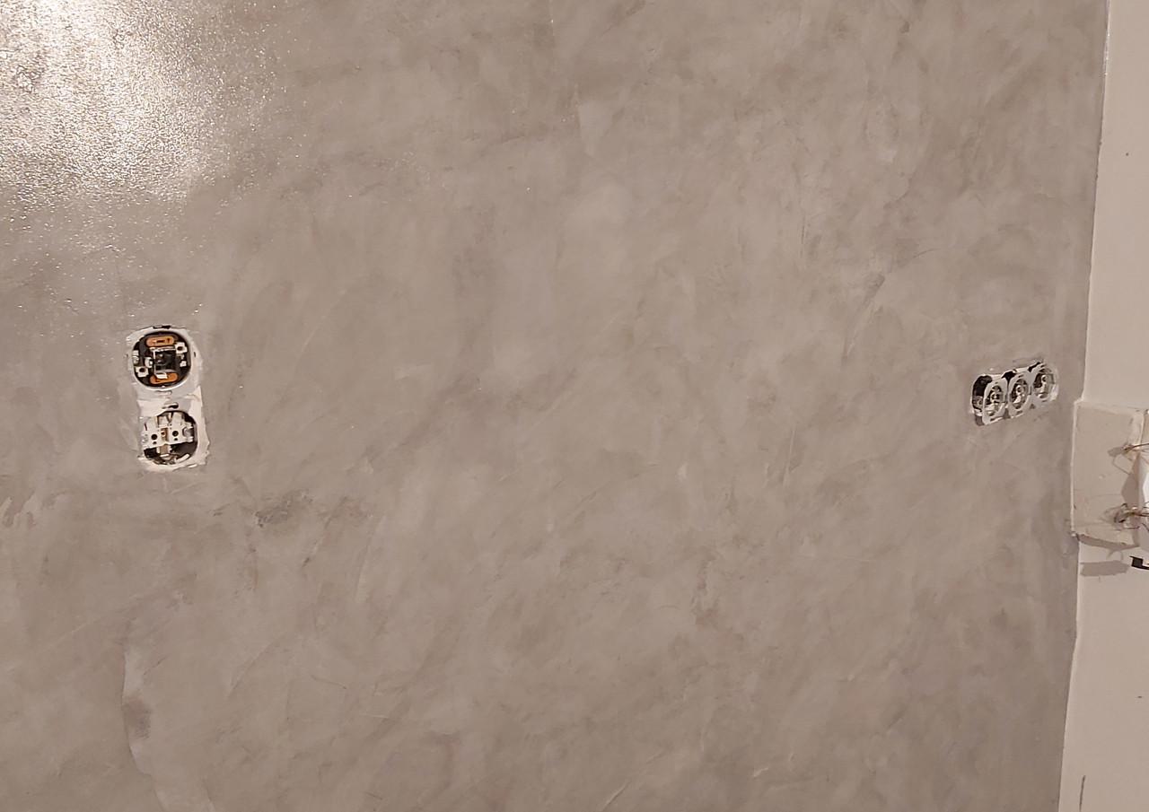 Acryl Spachtel an der Wand in Betonoptik