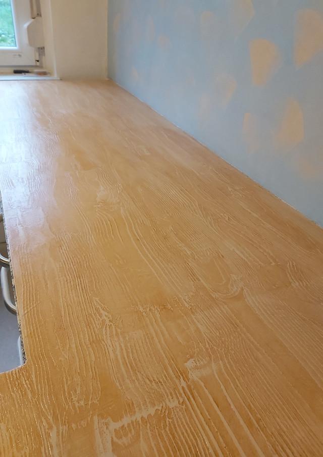 Marmorplatte mit Acryl Spachtel überzogen in Holzoptik