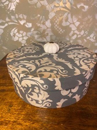 round wood box
