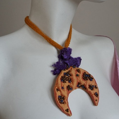 "traditional ""hiref"" form necklace"