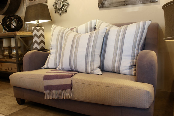 Relaxed Love Seat