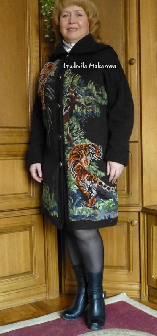"Вязаное пальто с вышивкой ""Тигры"""
