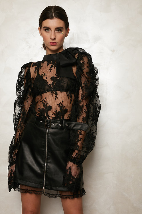 Blusa transparente preta com laço no pescoço INFLUENCER