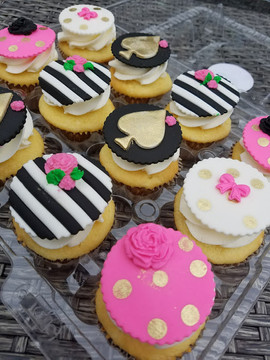 Kate Spade Inspired Cupcakes-4.jpg