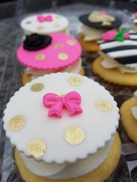 Kate Spade Inspired Cupcakes-2.jpg