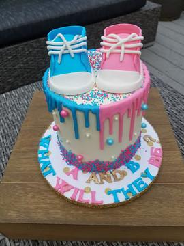 Gender Reveal Cake-1.jpg