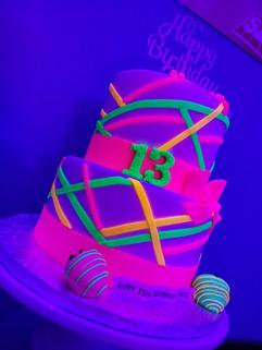 Glow-In-The Dark Cake-4.jpg