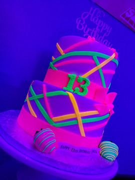 Glow-In-The Dark Cake-4.jpg