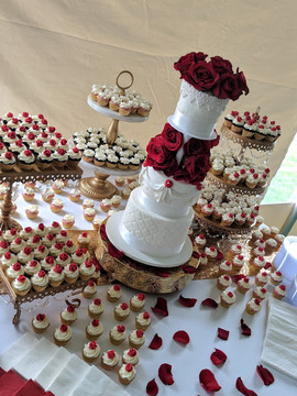 Red Rose Wedding Cake.jpg