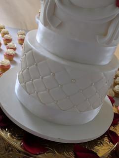 Red Rose Wedding Cake-2.jpg