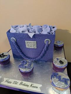 Gucci Inspired Shopping Bag Cake.jpg