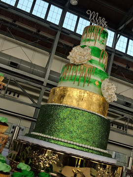 Emerald Green 5 Tier Wedding Cake.jpg