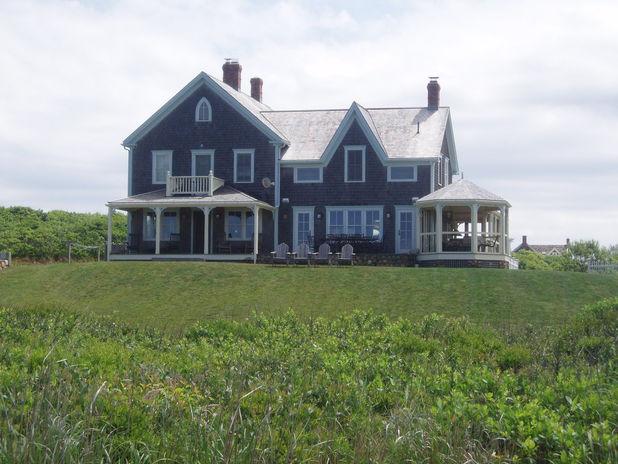 Barr Residence