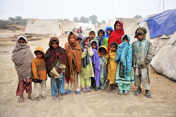 crianças no campo refugiados.jpg